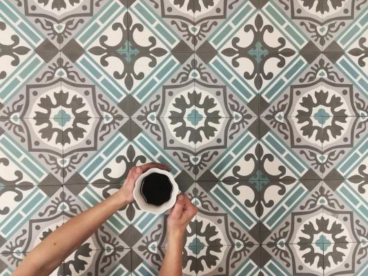 Цементная плитка в английском стиле для кухни